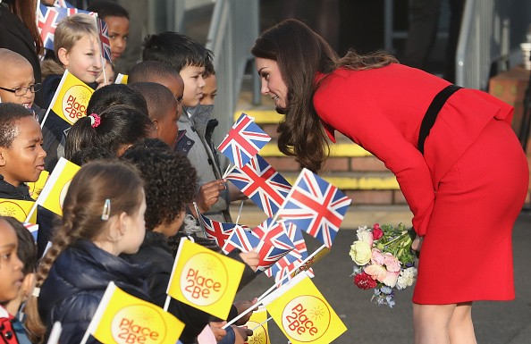 Kate Middleton e príncipe William visitam escola infantil na Inglaterra (Foto: Getty Images)