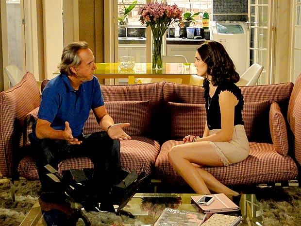 Sarmento faz uma proposta para Cida (Foto: Cheias de Charme / TV Globo)