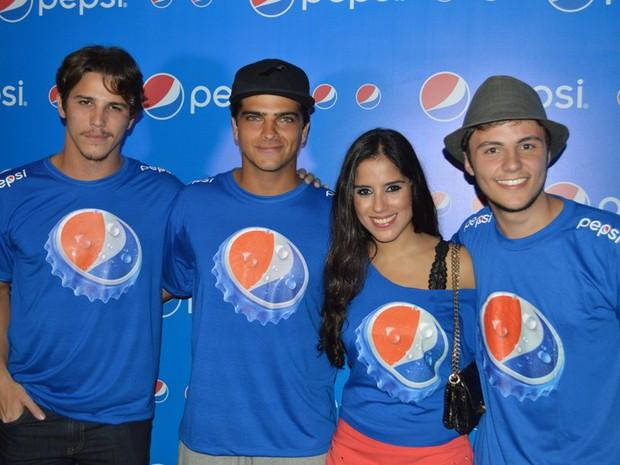 Camila Camargo curte Festival de Verão de Salavdor com amigos (Foto: Felipe Souto Maior / agNews)