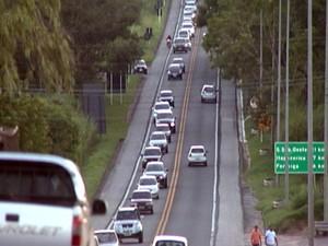 volta fluxo trânsito feriado semana santa tiradentes MG-050 estrada Centro-Oeste de Minas MG (Foto: Reprodução/TV Integração)