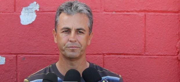 Robélio Schneiger, demitido pelo Vila Nova (Foto: Fernando Vasconcelos / Globoesporte.com)