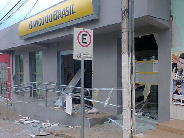 Banco explodido em Caldeirão Grande (Foto:  Dr. Plif / site rfnoticias.com)