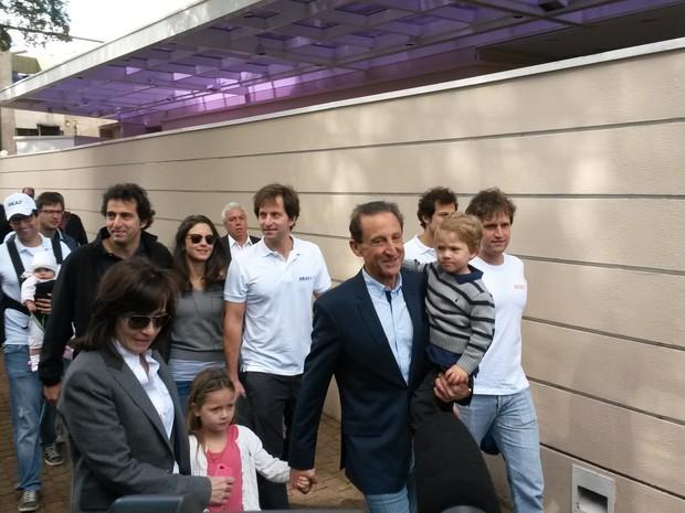 Paulo Skaf chegou ao colégio eleitoral acompanhado de familiares (Foto: Will Soares/G1)