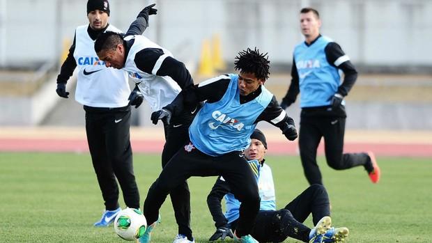 Romarinho Ralf treino Corinthians (Foto: Marcos Ribolli / Globoesporte.com)