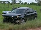 Motorista fica preso às ferragens em acidente com três carros em rodovia