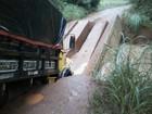Caminhão cai em ponte de concreto em estrada vicinal de Porto Nacional