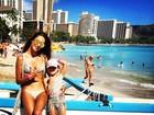 Alessandra Ambrósio combina roupa de banho com a filha