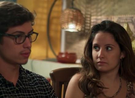 Nanda pede a mão de Filipe em casamento para os pais do namorado