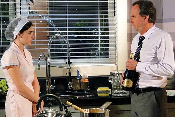Cida passou a trabalhar na casa dos Sarmentos após a morte da mãe (Foto: TV Globo)