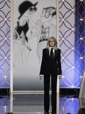 Diane Keaton recebe o prêmio Cecil B. DeMille no lugar do cineasta Woody Allen, que foi homenageado pelo conjunto de sua obra no 71º Globo de Ouro (Foto: REUTERS/Paul Drinkwater/NBCUniversal/Handout)