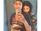 Kylie Jenner posa com o namorado, Tyga, para foto ousada