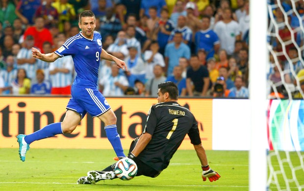 Vedad Ibisevic gol da Bósnia contra a Argentina (Foto: Agência Reuters)