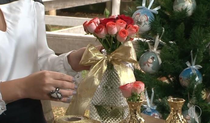 Teve dica de arranjo de flores com a decoradora Juliana Valim  (Foto: Reprodução / TV Diário )