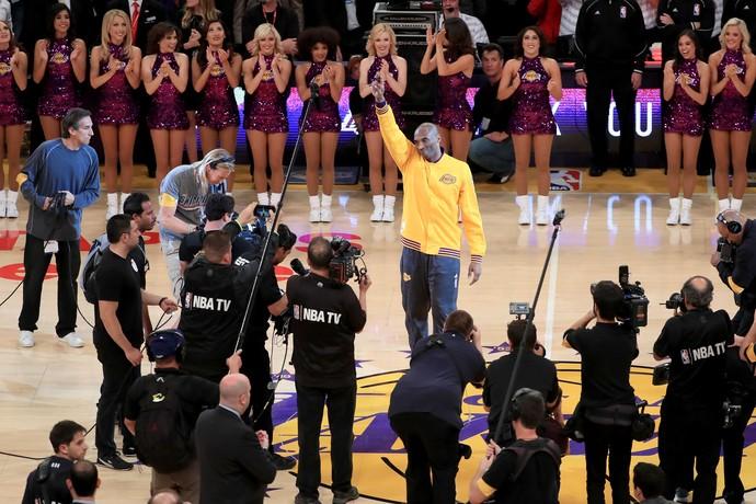 Kobe Bryant quadra homenagem despedida Lakers NBA basquete (Foto: Getty Images)