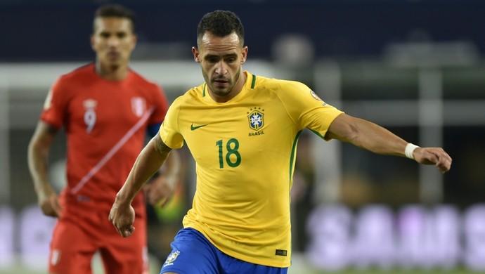 Renato Augusto Brasil x Peru (Foto: AFP)