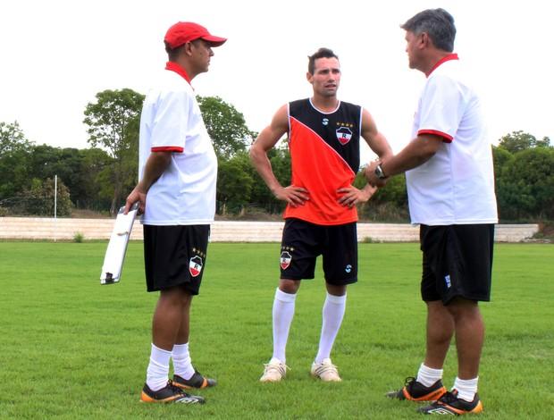 Aníbal Lemos - Treinador do River-PI (Foto: Josiel Martins/GLOBOESPORTE.COM)