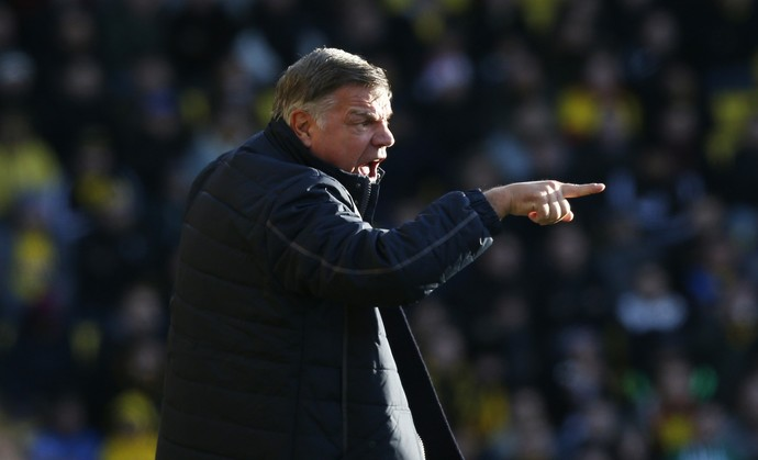 Sam Allardyce orienta o Crystal Palace (Foto: Reuters/Paul Childs)