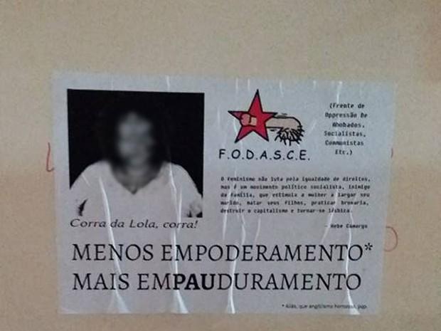 Cartazes traziam foto manipulada de professora que escreve sobre questões feministas em blog (Foto: Maria Eduarda Magro/Arquivo pessoal)