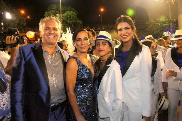 Orlando Morais e Glória Pires com as filhas, Maria e Antonia (Foto: Claudio Andrade / Foto Rio News)