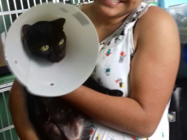 Julia visita Pretinho após cirurgia (Foto: Jaru Online/ Reprodução)