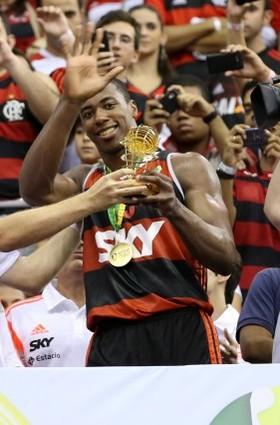 Meyinsse comemora boa fase no basquete do Flamengo