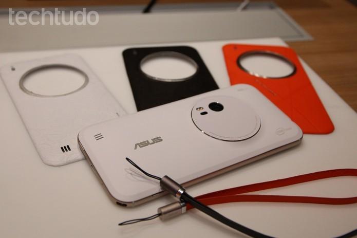 Zenfone Zoom tem tela em Full HD, assim como o Zenfone Selfie (Foto: Fabricio Vitorino/TechTudo)