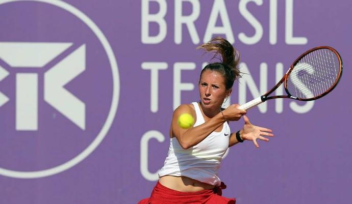 Annika Beck na final do WTA Florianópolis contra Teliana Pereira (Foto: Cristiano Andujar / Divulgação)