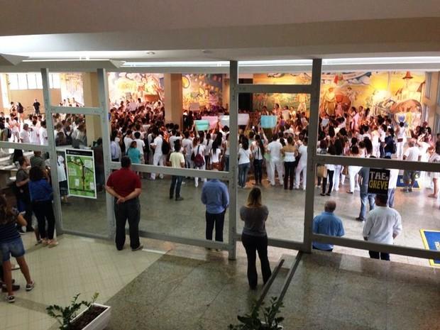 Protesto odontologia UFSC (Foto: Raphael Faraco/RBS TV)