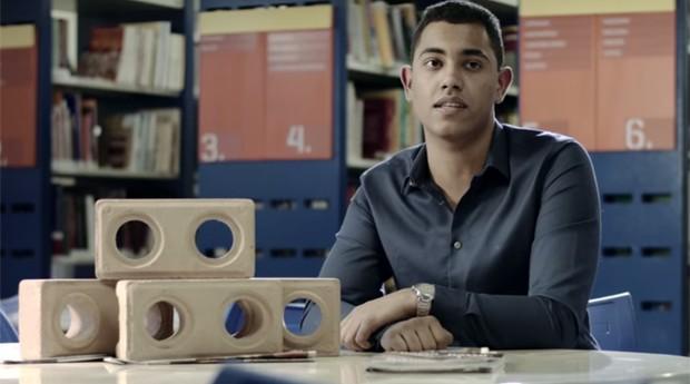 Jovem de 17 anos cria fábrica de tijolos ecológicos em Minas Gerais