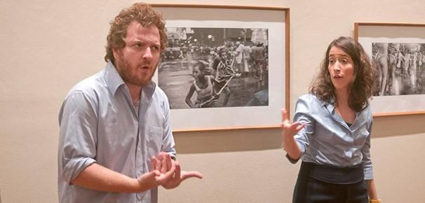 Na primeira parte da peça, os atores e o público visitam cinco salas de exposição (Foto: Divulgação)