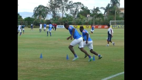 Júlio Baptista treina com o grupo, e Dedé faz trabalho físico com Manoel
