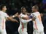 Sneijder, João Moutinho e Kruse duelam por gol mais bonito da rodada