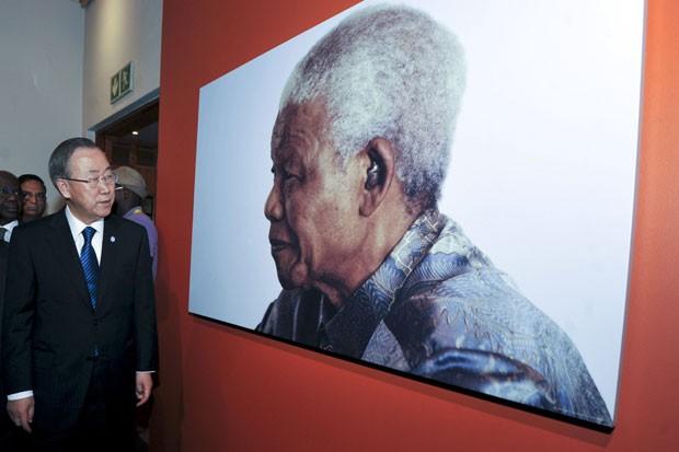 Ban Ki-moon durante sua vitisa nesta segunda-feira (9) em Johanesburgo (Foto: Ihsaan Haffejee/ Reuters)