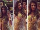 Nicole Bahls faz selfie com vestido curtíssimo e decotado