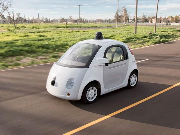 Google informa que começará a testar protótipo de carro que dirige sozinho em junho nas ruas da Califórnia. Por segurança, haverá um motorista e velocidade irá até 40 km/h. Até agora, os testes dos veículos autônomos só ocorriam em ambientes controlados (Foto: Reuters/Google)