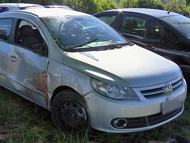Assaltante rouba carro de padre e morre após capotagem na Paraíba (Foto: Reprodução/TV Paraíba)
