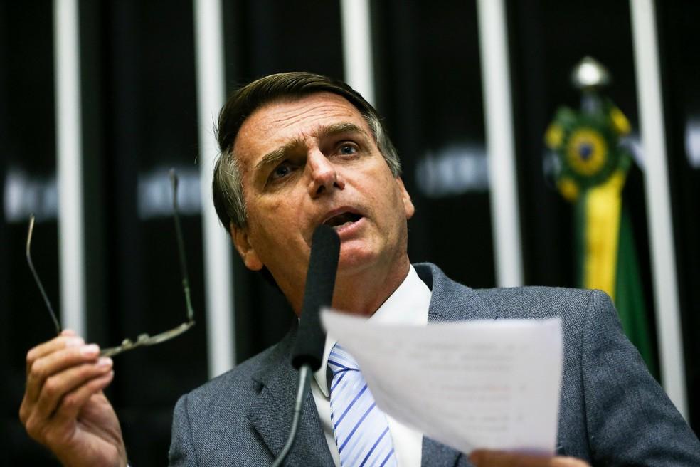 O deputado federal Jair Bolsonaro (PSC-RJ), durante discurso na tribuna da Câmara (Foto: Marcelo Camargo/Agência Brasil)
