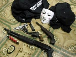 Objetos e armas foram apreendidos com suspeitos (Foto: Richard Lopes/Arquivo Pessoal)