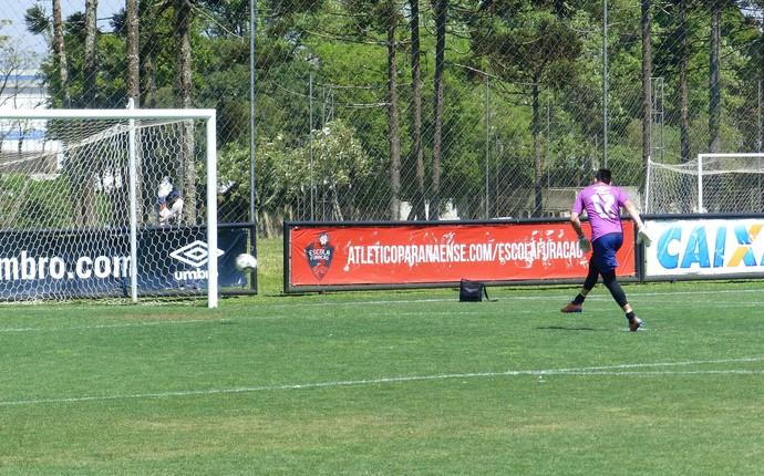 Weverton, Atlético-PR (Foto: Monique Silva)