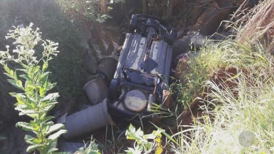 Carro cai em córrego em Sumaré; mãe e filha ficaram feridas
