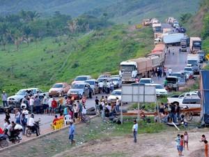 Interdição da rodovia BR-163, próximo a Novo Progresso, já dura cinco dias. (Foto: Gilvanne Cardoso)