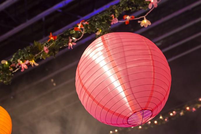 Lanternas vermelhas, típicas do Japão, iluminaram a festa (Foto: Artur Meninea/Gshow)