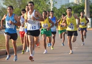 Corrida Seis de Agosto corredores (Foto: Nathacha Albuquerque)