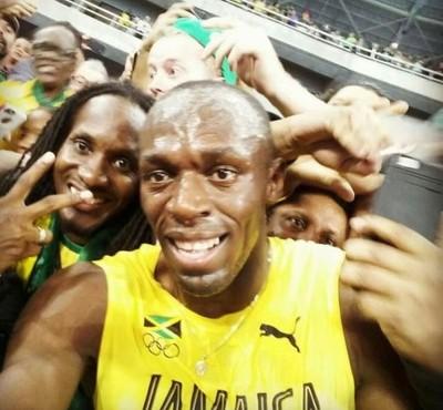 Usain Bolt tira selfie após vencer 200m (Foto: Usain Bolt)
