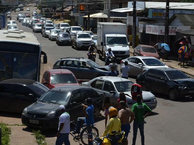 Motorista teria dito que a barra de direção do ônibus quebrou antes da colisão (Foto: Dyepeson Martins/G1)