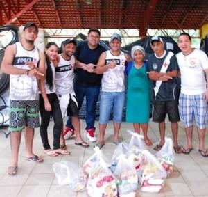 Doações arrecadadas foram entreguesm em abrigo montado em escola na capital do Acre (Foto: Lino Carvalho/ Asessoria FJAC)