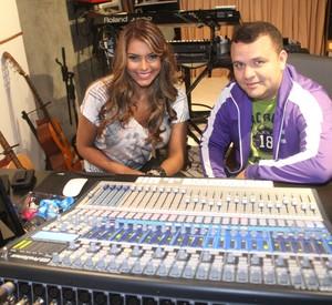 Karol K em estúdio com DJ Batutinha (Foto: Reprodução/Davi Borges)