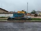 Parada de ônibus desaba no distrito da Fazendinha, em Macapá