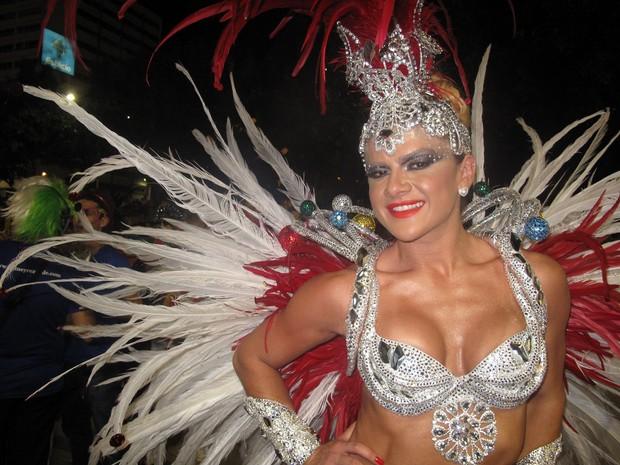 A modelo Mirela Santos, que vai desfilar pela Acadêmicos do Grande Rio nesta segunda-feira (11) (Foto: Tássia Thum/G1)