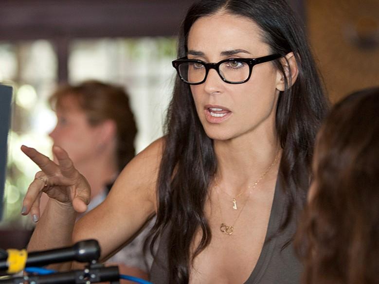 9f6cb83f5 Óculos de grau com armação grossa são os preferidos das famosas - Moda e  Beleza - GNT